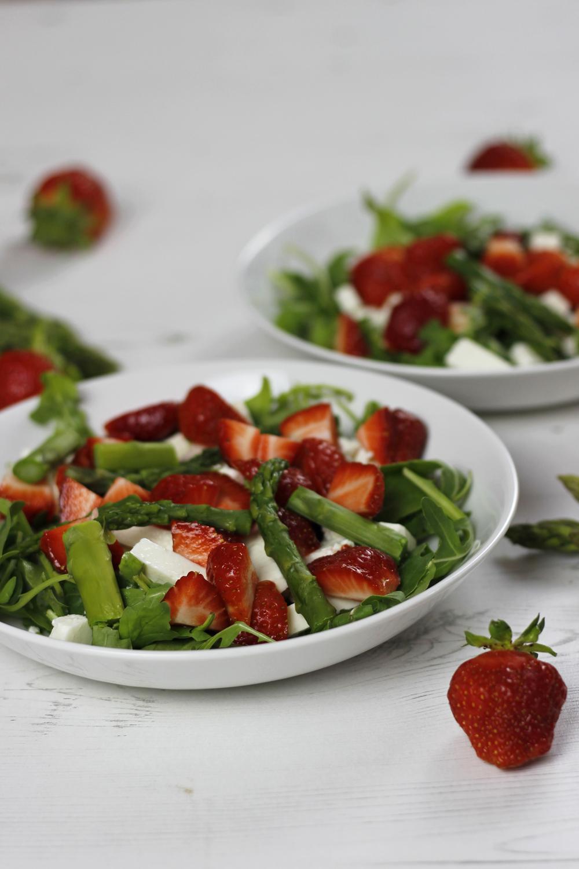 Spargel-Erdbeer-Feta-Salat mit Zitronendressing 02