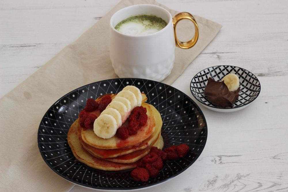 Amerikanische-Pancakes-mit-Bananen-und-Himbeeren-Suechtig-nach-Lifestyleblog-Fashionblog-Foodblog-Oberoesterreich-Linz 3